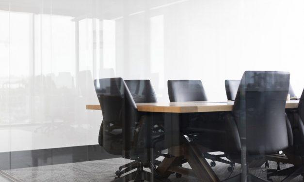 Beloning commissarissen onder druk door aandeelhouders stevig naar boven